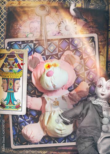Cartoline vintage con maschera di Pierrot, giocattoli, pupazzi e carte dei tarocchi