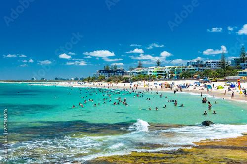 Poster Cote CALOUNDRA, AUS - Jan 27 2019: Hot sunny day at Kings Beach Calundra, Queensland, Australia
