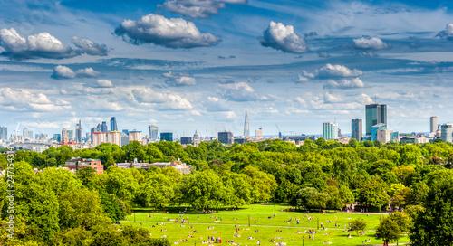 Photo  London's skyline from Primrose Hill near camden in London