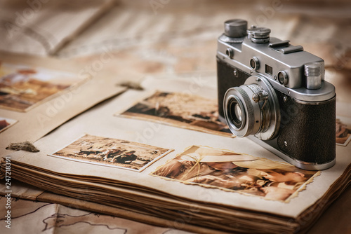 Obraz Photo album with a camera on the background of old vintage maps - fototapety do salonu
