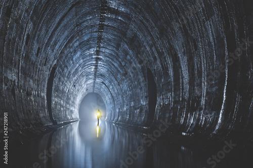 Plakat Podziemny opuszczony duży system