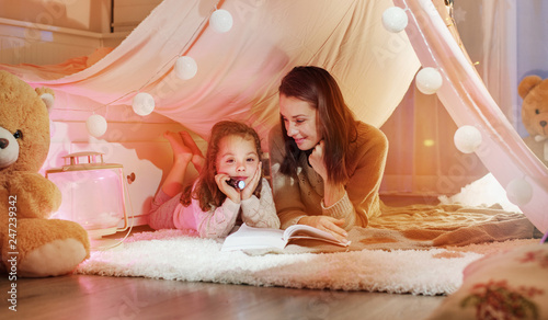Poster Artist KB Glad mother reading a novel with her daughter