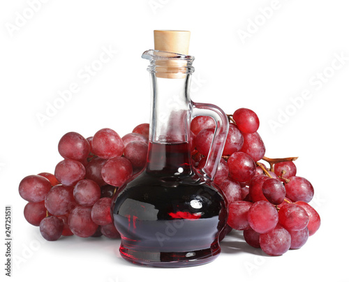 In de dag Aromatische Glass jug with wine vinegar and fresh grapes on white background