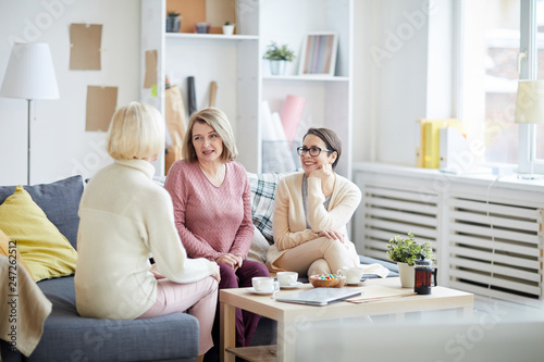Fotografie, Obraz  Portrait of three adult women enjoying conversation during family evening at hom