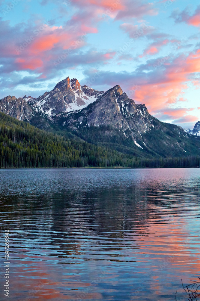 Fototapety, obrazy: Sunset reflecting in lake over the Sawtooth Mountains near Stanley Idaho, USA