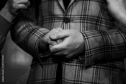 Fotografiet  Details with the hands of a well dressed man (black and white)