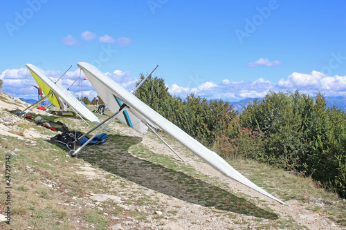 Hang gliders on the Chabre mountain, France
