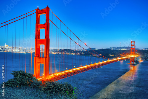 Foto op Plexiglas Centraal-Amerika Landen Panorama of the Gold Gate Bridge and San Francisco city at night, California.ставрпо