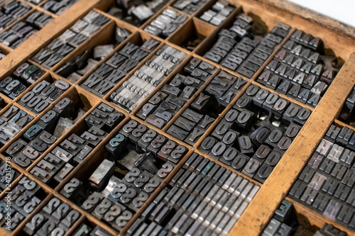 Fotografía  typographic mobile characters collected in a drawer for typography