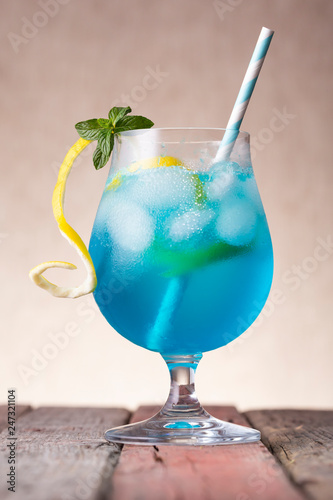 Fotobehang Cocktail Icy blue lagoon cocktail