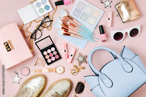 Fototapeta Flat lay of female fashion accessories, makeup products and handbag on pastel color background. Beauty and fashion concept obraz
