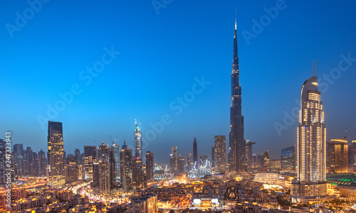 In de dag Stad gebouw Dubai sunset panoramic view of downtown.