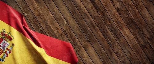 Fotografía  Spain, cloth flag on wood