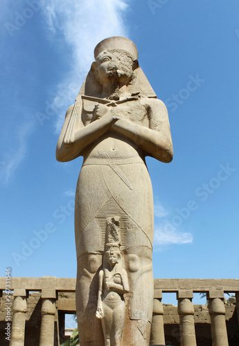 In de dag Historisch mon. Carved statue of pharaoh Ramses II situated at Karnak Temple