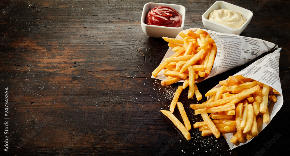 Fototapety, obrazy: Paper cones with salted French fries