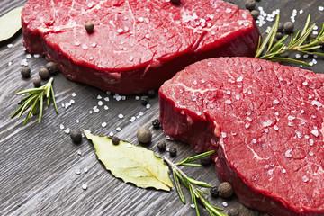 Obraz na SzkleFresh raw meat with spice