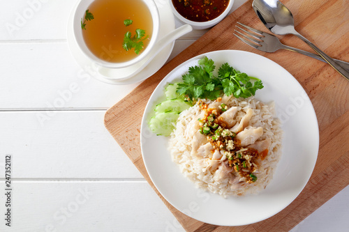 Photo  Hainanese chicken rice , Steamed chicken with rice, Khao Mun Kai on wood backgro
