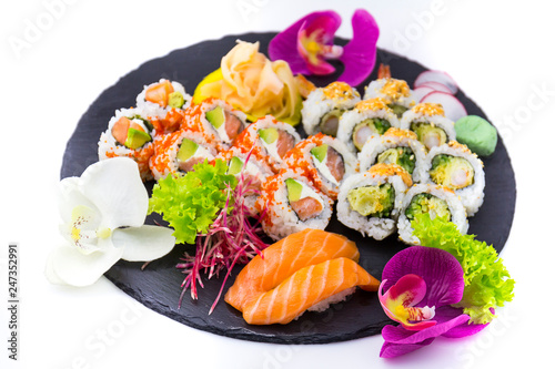 Obraz Zestaw sushi na białym tle - fototapety do salonu