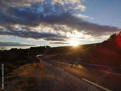 Photo sur Toile Marron chocolat coucher de soleil sur les routes des cévennes