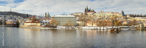 Fotobehang Centraal Europa Panoramic View of Prague in Winter