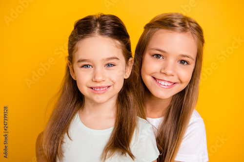 Photo  Close-up portrait of her she two nice cute sweet attractive lovely pretty cheerf