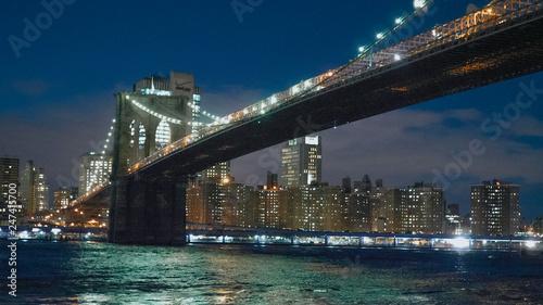 Foto auf Leinwand New York TAXI Beautiful Brooklyn Bridge New York at night
