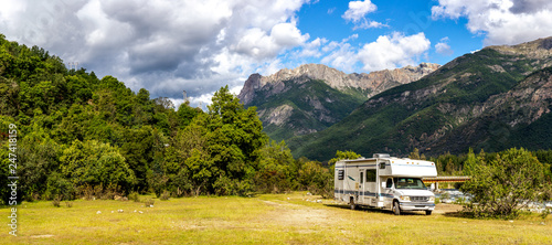 Fotografering Motorhome in Chilean Argentine mountain Andes