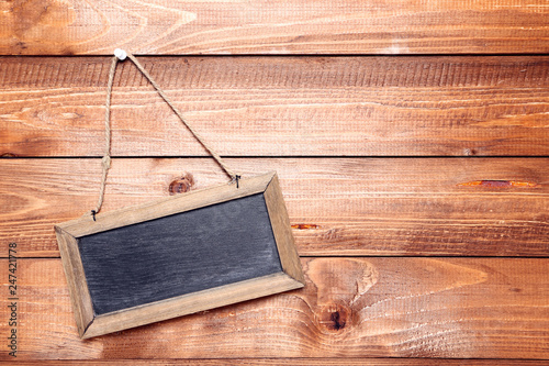 Foto  Blank chalkboard on brown wooden background