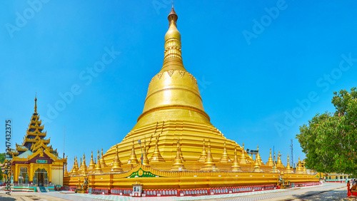 Deurstickers Asia land The huge Shwemawdaw Pagoda, Bago, Myanmar