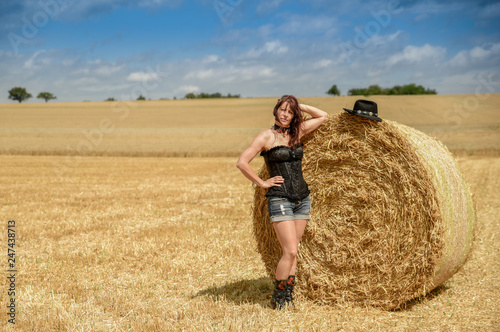 Stampa su Tela Hübsche Frau am Feld