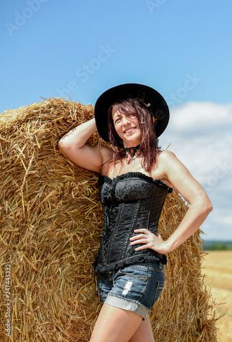Canvas Hübsche Frau am Feld