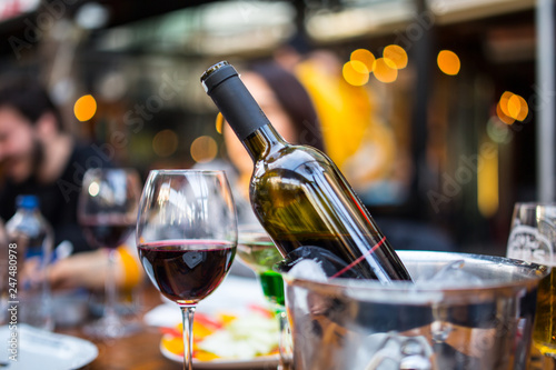 Spoed Foto op Canvas Wijn red wine in a glass and bottle with ice bucket