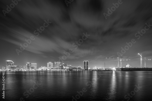 Fotografie, Obraz The skyline of Norfolk at night, seen from the waterfront in Portsmouth, Virginia