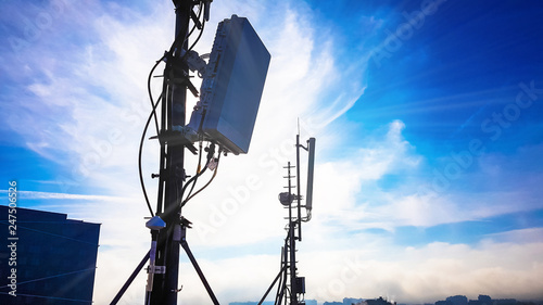 Silhouette of 5G smart cellular network antenna base station on the telecommunic Tablou Canvas