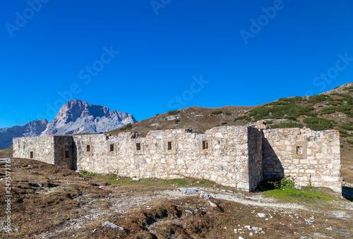 Plakat Ruiny fort na strudelkopf siodle, dolomity, południowy tyrol