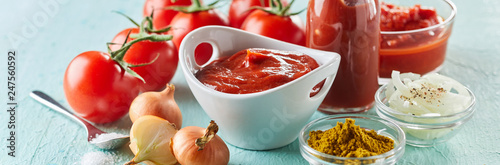 Fotografía  Ingredients for making speciality homemade ketchup