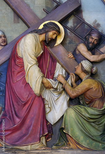 Fotografia, Obraz 6th Stations of the Cross, Veronica wipes the face of Jesus, Basilica of the Sac