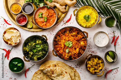 Photo  Indian food Curry butter chicken, Palak Paneer, Chiken Tikka, Biryani, Papad, Da