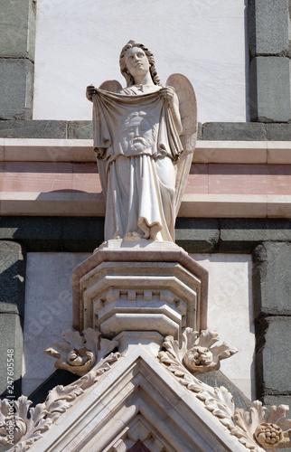 Valokuvatapetti Angel with Veil of Veronica, Basilica di Santa Croce (Basilica of the Holy Cross