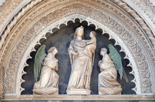 Valokuva  Virgin and Child with Two Angels, Portal on the side-wall of Cattedrale di Santa