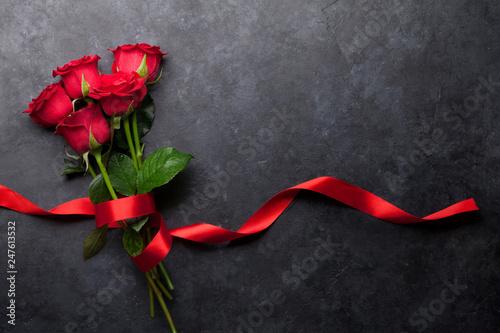 Staande foto Hoogte schaal Red rose flowers bouquet