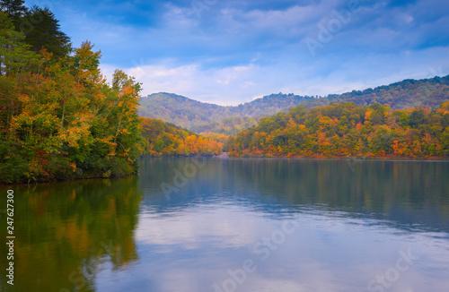 Foto auf Gartenposter Fluss Fall on Dewey Lake, KY