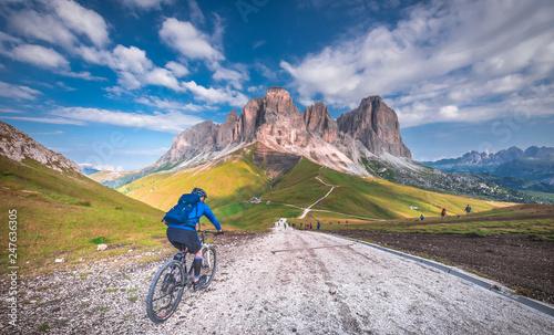 Fotografie, Obraz  dolina, Europa, Italia, Włochy, Dolomity, SellaRonda, rower górski, rowery, wyc