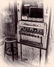 Old Antique Cigarette Vending ...