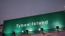 Airplane Landing Tybee Island ...