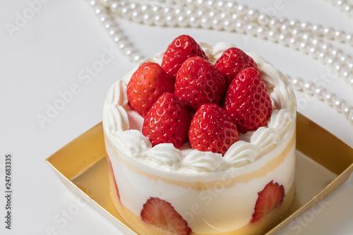Fotografie, Obraz  高級感のあるバースデー記念日ホールケーキ