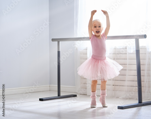 Canvas Print girl is studying ballet.