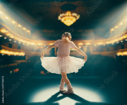 Valokuva girl dreaming of becoming a ballerina