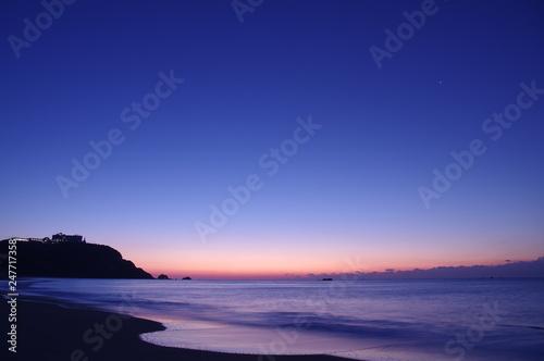Foto  夜明けの海岸