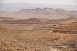 Berglandschaft mit Straße im wüstenhaften Antiatlas, Marokko